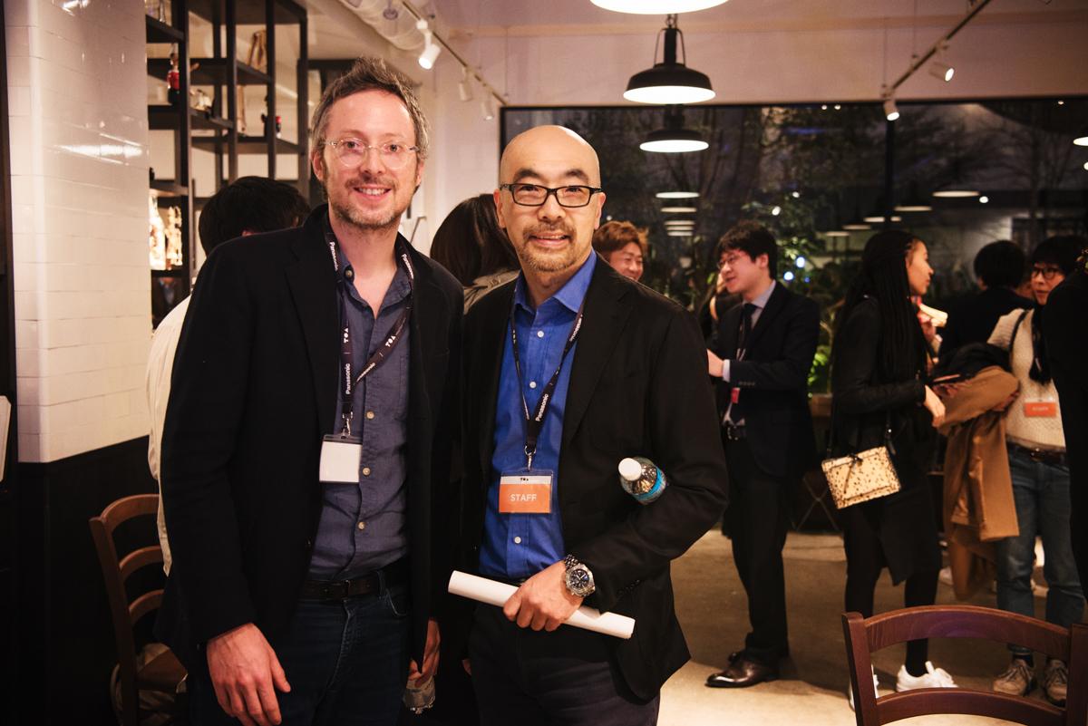 (左から)TOAファウンダーのニコラス・ヴォイシュニック氏とインフォバーンCVOの小林弘人